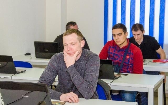 Бойцы АТО в Днепре обучаются на курсах IT Фото № 0