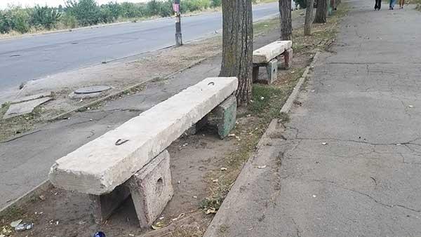 На Днепропетровщине появились суровые антивандальные лавочки  Фото № 0