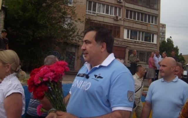 В Кривом Роге Саакашвили встретили с цветами, зеленкой и сырыми яйцами