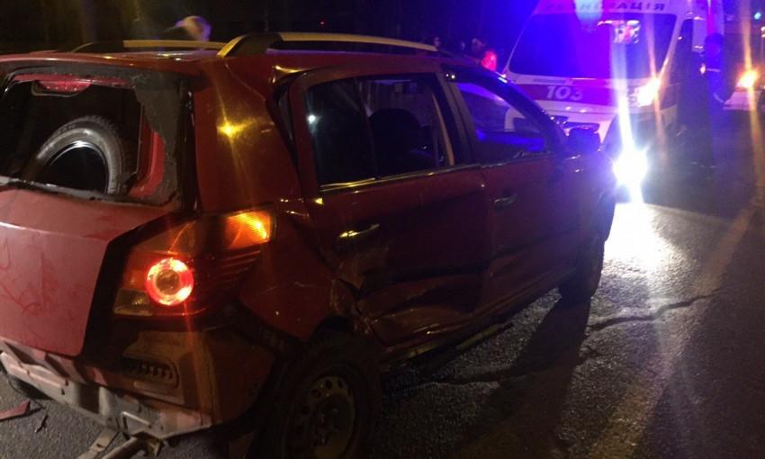 Спасатели достали из повреждённого автомобиля пострадавшего в ДТП