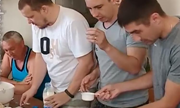 Кулинарный Днепр: бойцы АТО готовили вафли