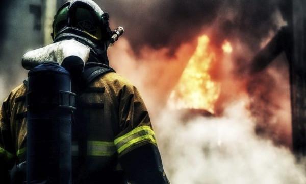 Пожар на Днепропетровщине: сотрудники ГСЧС спасли женщину