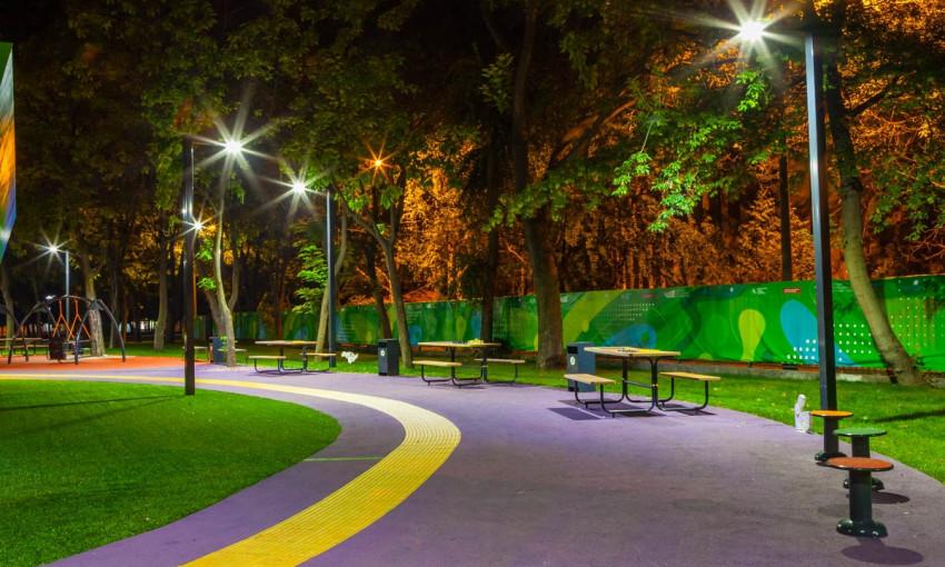 Ночной Днепр: как выглядит ночью инклюзивный парк?