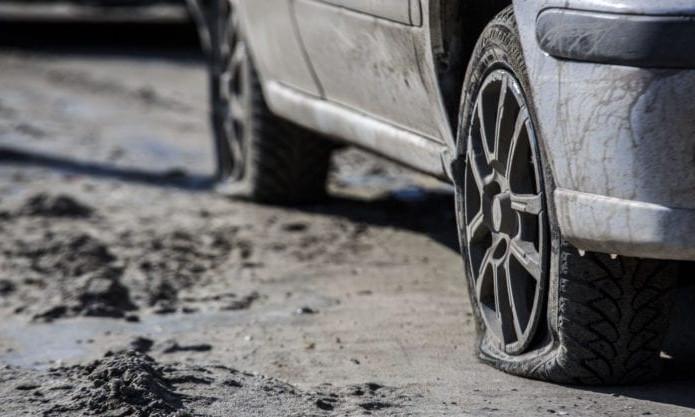 """Житель Днепра """"отомстил"""" припарковавшемуся слишком близко к подъезду автомобилю"""