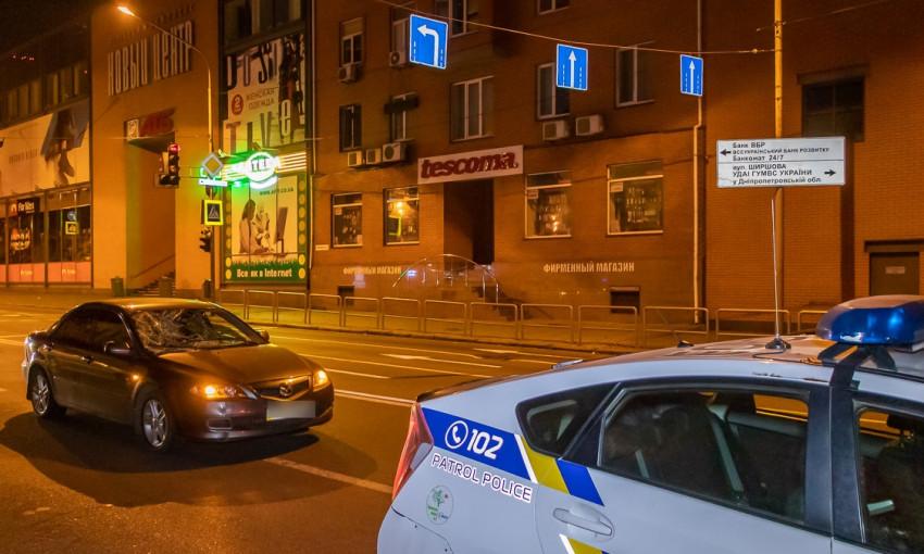 ДТП в Днепре: напротив Нового центра Mazda сбила пешехода