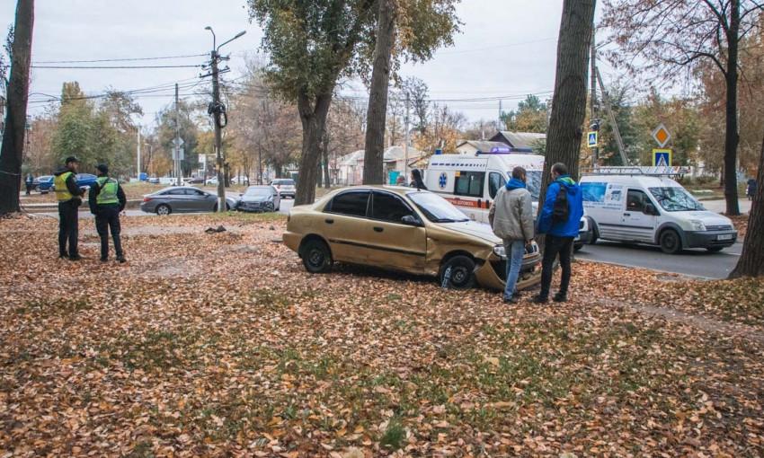 ДТП в Днепре: на дороге столкнулись Mercedes, Daewoo и Hyundai